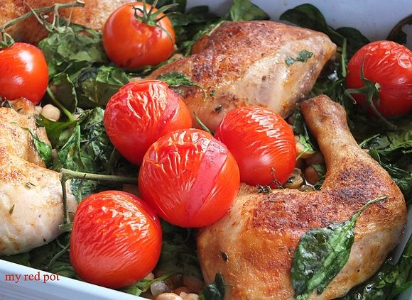 Kurczak pieczony ze szpinakiem pomidorami i ciecierzycą