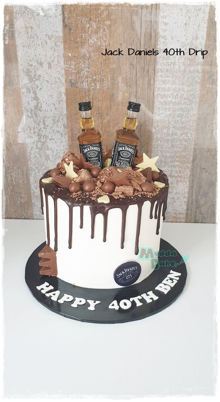 Cake Designs For Boy, Cake Decorating Designs, Cake Design For Men, 30th Birthday Cakes For Men, Elegant Birthday Cakes, Chocolate Cake Designs, Chocolate Drip Cake, Festa Jack Daniels, Jack Daniels Cake