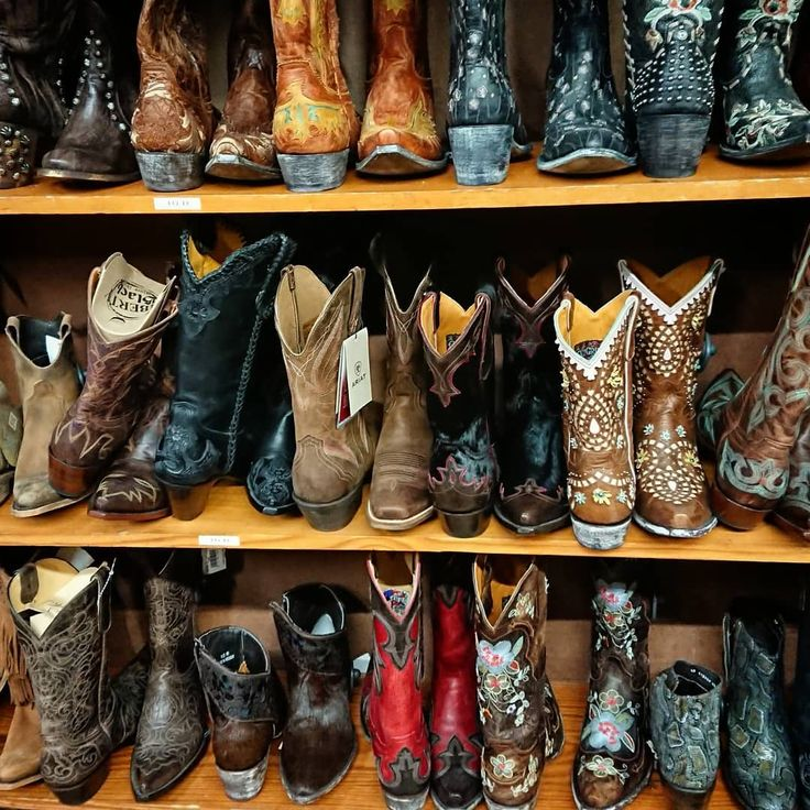 All the cowboy  boots . Yee-ha!  Only apt to pay a cowboy boots store a visit during a trip to Austin. I resisted buying any though. . . . . #allensboots #austin #austintexas #austintx #austinigers #igersaustin #texas #cowboy #cowboyboots #howdy #yeeha #usa #visitusa #visitaustin #ongooglemaps #TakenWithXperia #travelgram #traveller #travelphotography #travel #culturetrip #uniladadventure #wanderlust