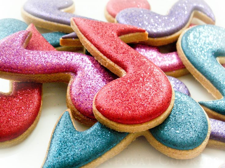 Glittering musical note cookies. See more here: https://youtu.be/nrr6HqxlM4E