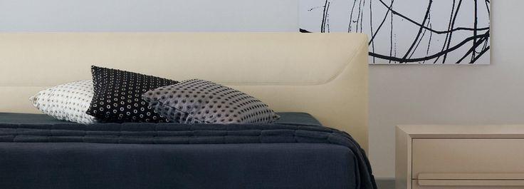 Fibre naturali: traspiranti, fresche d'estate e calde d'inverno, sono alla base di un buon riposo notturno. Infatti, scelti letto, armadio e comodini, è il momento di pensare alla biancheria, che ha un ruolo tutt'altro che secondario nel definire estetica e stile della stanza. Ma incide anche sulla qualità del sonno: tra un filato e l'altro ci sono differenze che si avvertono al semplice tatto. Per le lenzuola, puntate su set in cotone, seta o lino