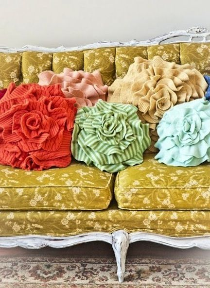 sweaters: Decor, Ideas, Craft, Sweater Pillows, Old Sweater, Flower Pillows, Recycled Sweaters, Diy, Sweater Flower