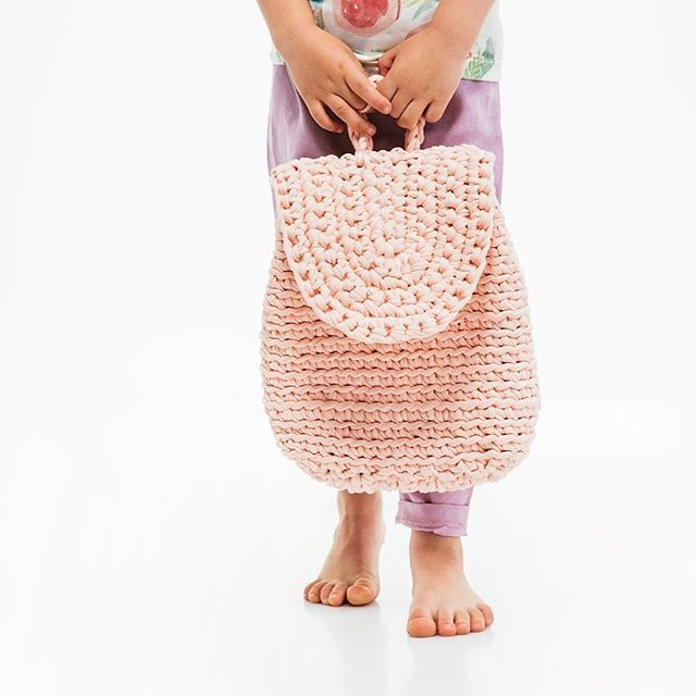 Knitted backpack for little lady. Bleached peach color. Soon available on #etsyshop . . #kidphilosophy #kidfashion #etsyfinds #etsylove #etsystore #etsyhunter #зробленовукраїні #гешефт2016 #гешефтgaragesale #гешефт