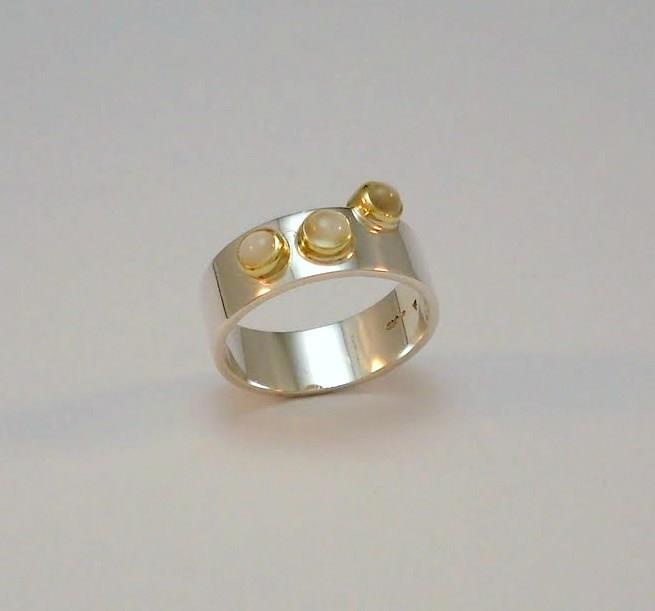 Ring with three moonstones set in gold.