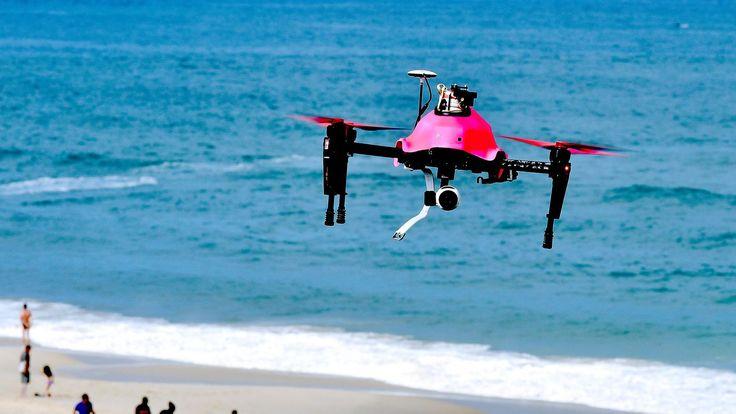 Helper est un drone d'assistance aux baigneurs en difficultés : il se déplace à…
