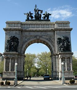 Brooklyn - The soldiers and sailors Arch at Grand Army Plaza - Prospect Park.