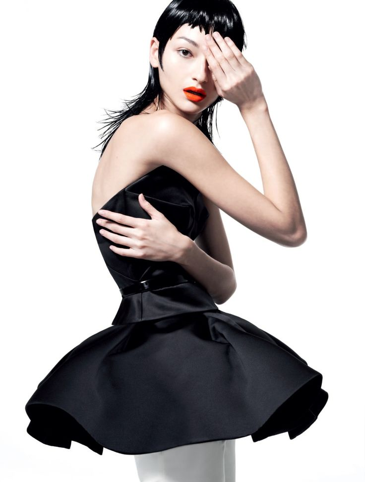 Publication:Harper's Bazaar Brazil Issue:March 2013 Title:Lady Twist Model:Bruna Tenório Photography:Nicole Heiniger