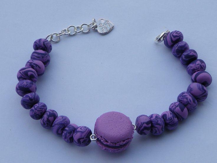 Bracelet macaron et ses perles violettes en fimo : Bracelet par jl-bijoux-creation