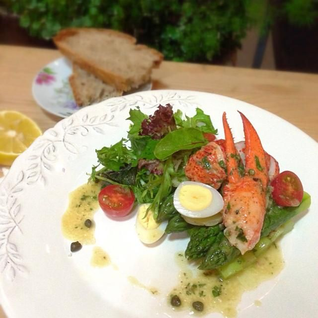 Lobster is my top one shellfish,I love it no matter how it's done,it's getting hotter,that means lots of cold appetizer for me! - 365件のもぐもぐ - Lobster and asparagus salad,lemon caper dressing/ オマールとアスパラガスのサラダ、レモンケイパードレッシング by rick chan