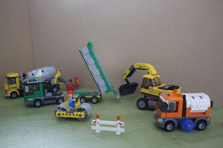 Een echte wegenbouw set is de 30003, helaas heeft LEGO nog geen asfalteermachine gemaakt, zodat de 60018 het beton brengt waar een weg van wordt gemaakt. V LEGO 30003, 4203, 4204, 60018, 8404, LEGO