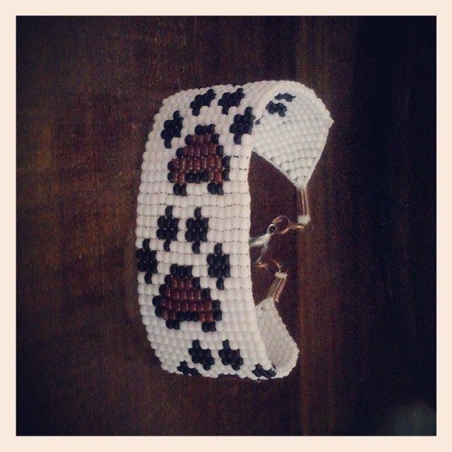 #bileklik #beadcrochet #crochet #peyote #tasarım #yazlık #takı #eryaman #handmadeart #crochet #elyapımı #pati #cat #dog  WhatsApp 05423876252