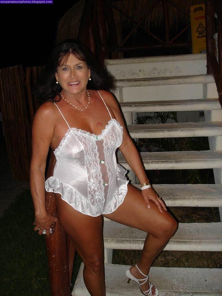 Sexy milf abuelita