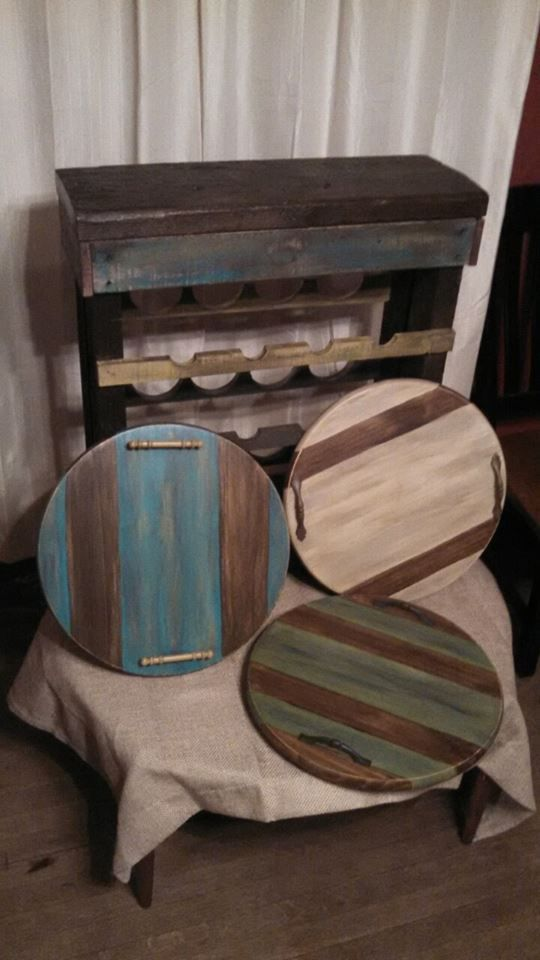 Pre-cut Wooden Circles Made Into Serving Trays With Style.