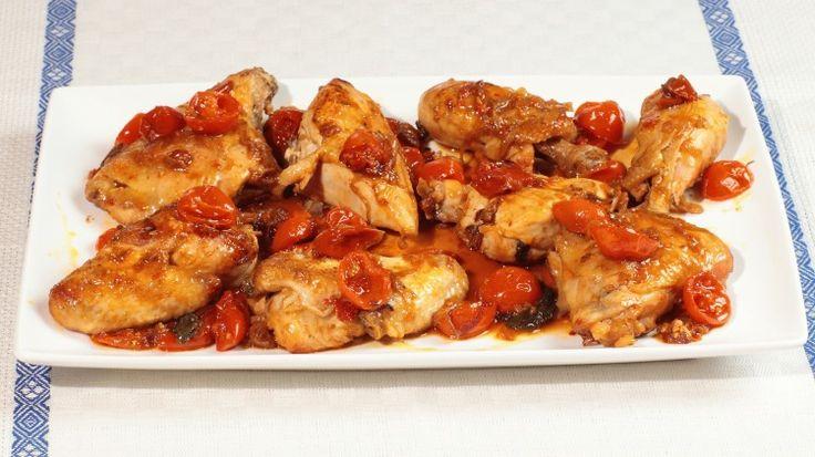 Ricetta Pollo in salsa piccante: La ricetta del pollo in salsa piccante piacerà senz'altro a quelli che come noi non si fanno spaventare da un paio di peperoncini! Provatela!