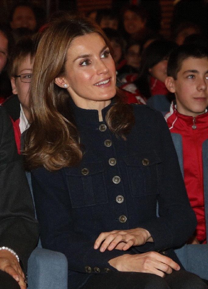 Princess Letizia of Spain attends 'A Que Sabe Este Libro' exhibition Hall on 21 Dec 2012