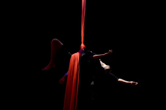 Scratch & Stretch - Circo El Grito
