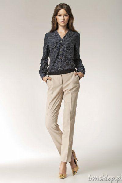 Elegancka bluzka z długim rękawem zapinana na #guziki. Na wysokości biustu kieszonki z patkami. Rękawy zakończone mankietami zapinanymi na dwa guziki.Skład: 100% #poliester.Bluzka wykonana z bardzo przyjemnej w dotyku i miękko układającej się na sylwetce, nierozciągliwej tkaniny.... #Bluzki - http://bmsklep.pl/bluzki