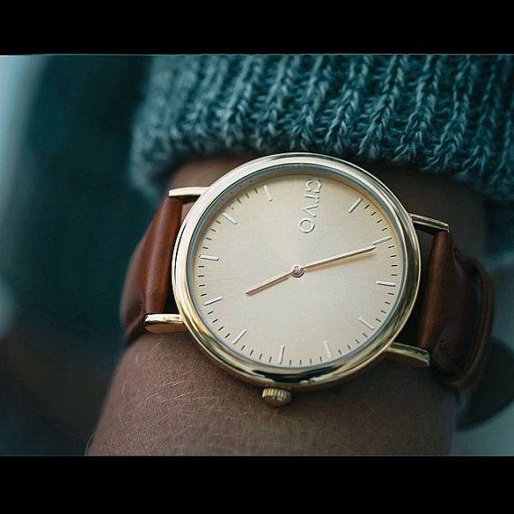 He encontrado este interesante anuncio de Etsy en https://www.etsy.com/es/listing/176034818/sale-real-leather-gold-unisex-watch-gold