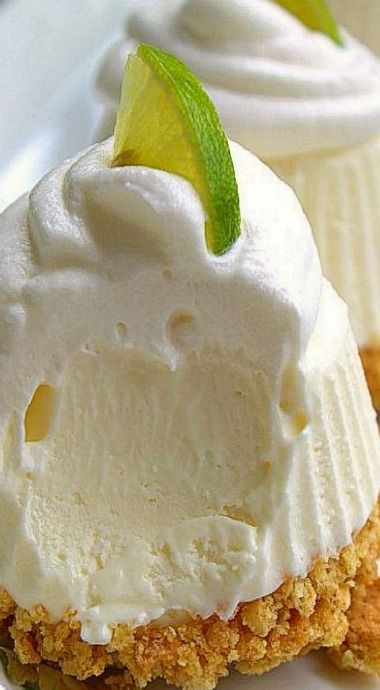 Amazingly easy to make and they're no bake! Crumble up some graham crackers, mix some cream cheese, whipped topping, key lime juice, sweetened condensed milk and freeze it up for a few hours. Perfect summer dessert! ❊ #Key_Lime_Pie #Frozen