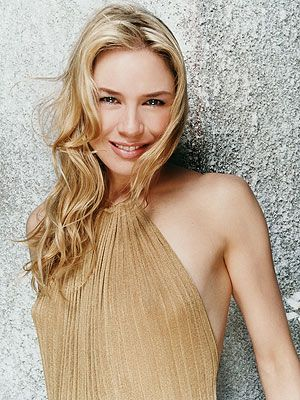 Renee Zellweger - Like the blonde hair color