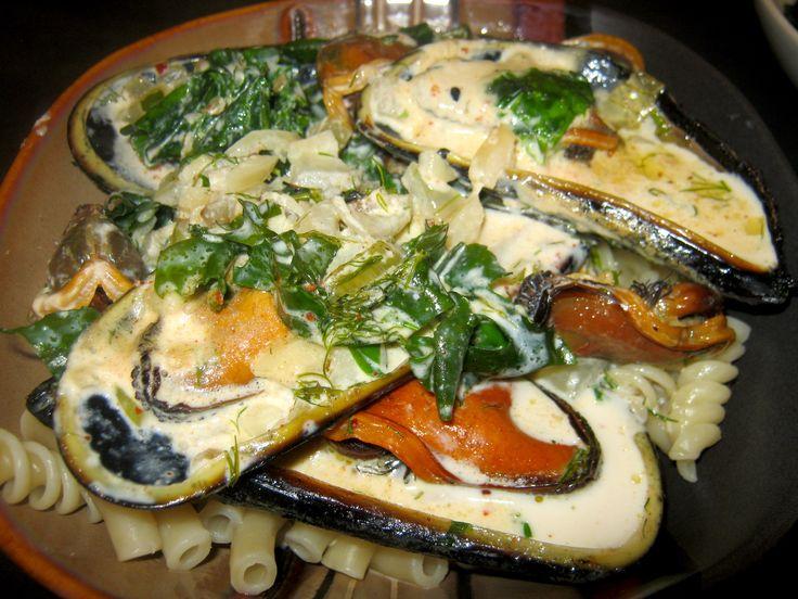 Mussels in sea lettuce cream sauce in a bowl