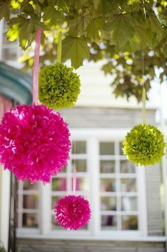 Décorations rose (fushia) et vert (anis)                                                                                                                                                                                 Plus