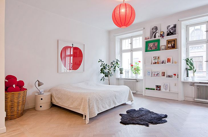 red: Open Shelves, Big Apples, Teen Rooms, Apartment, White Bedrooms, Wall Shelves, Swedish Style, Pictures Wall, Kids Rooms