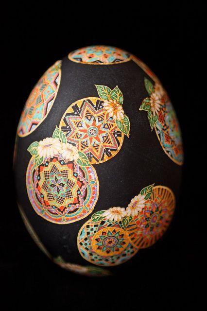 astounding: Decor Eggs, Gorgeous Easter, Ukrainian Easter, Pysanka Art, Paintings Eggs, Artists Unknown, Eggs Crafts, Eggs Art, Ukranian Easter Eggs