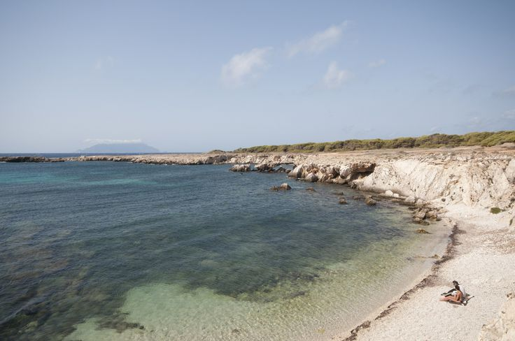 Le più belle spiagge di Favignana: mare incotaminato, blu profondo, brezza del vento, vacanze indimenticabili... --- The most beautiful beaches of Favignana: unpolluted sea, deep blue, the breeze of the wind, unforgettable holidays ...