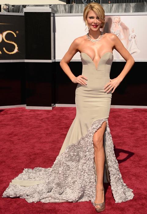 Brandi Glanville has near nip slip wardrobe malfunction at 2013 Oscars