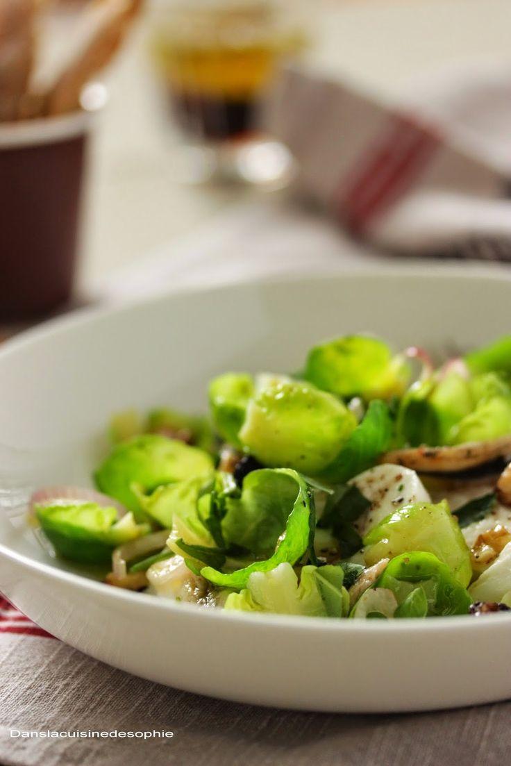 Salade de feuilles de choux de Bruxelles, mozzarella et anchois blancs