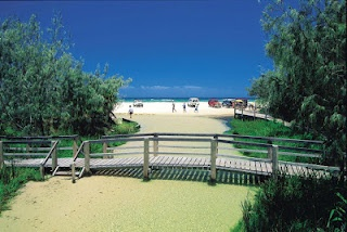 Visit Fraser Island, Beautiful Australia Tourist Attractions Read more: http://thetouristattractions.blogspot.com/2012/04/visit-fraser-island-beautiful-australia.html
