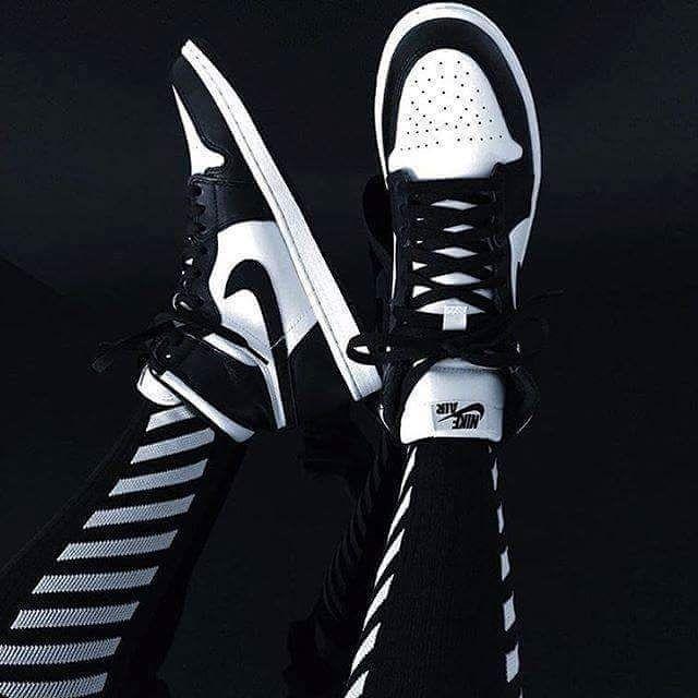#hypefeet: wearing @Nike Air Jordan 1 Retro High OG 'Black/White' and @off____white pants.  Photo: @jacks.phael