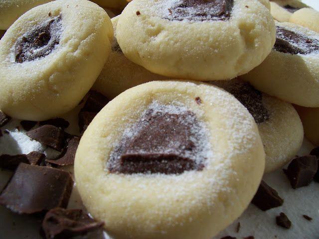 Fursecuri pufoase cu ciocolata