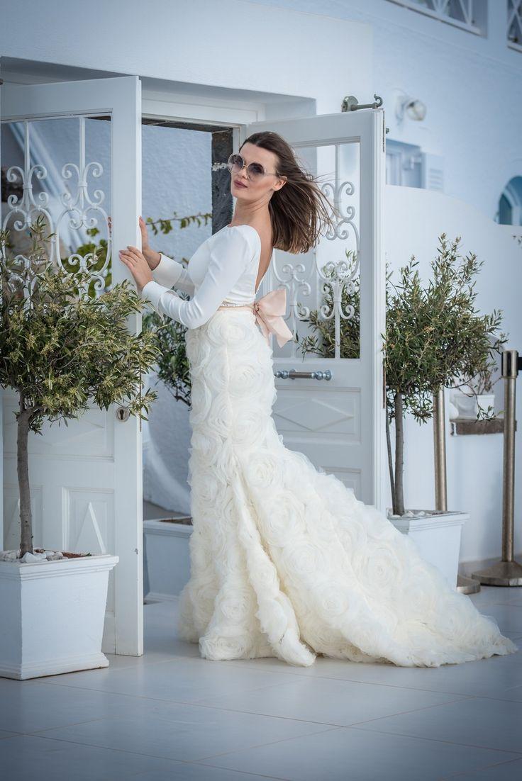 Our glamorous bride!! #gown #gorgeous #fashion #bride #wedding #planner #santorini