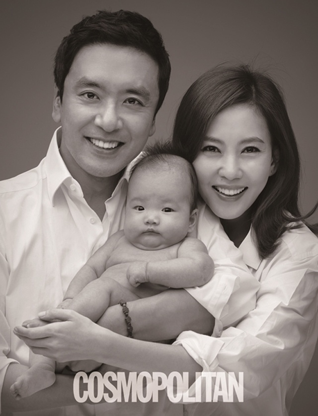 Family photo of the actress, married to Kim Seung Woo,  famous for Victory, I Love You & Win Win.