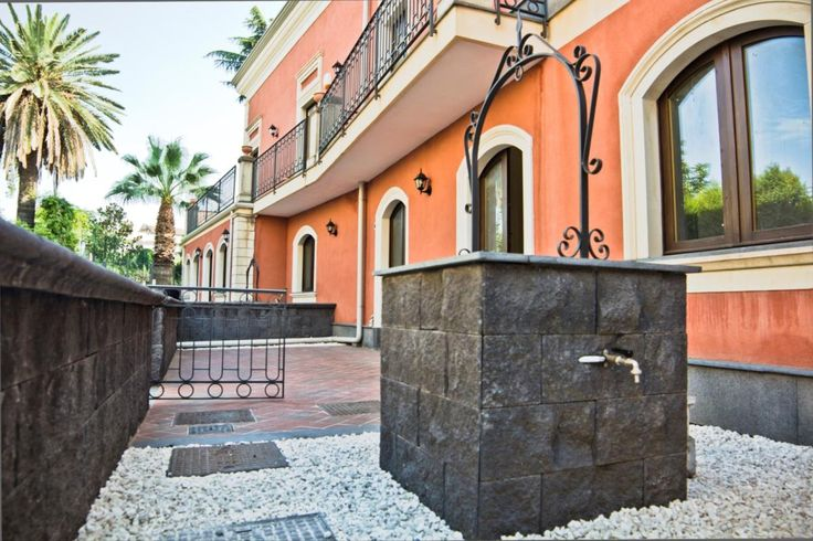 3-storey home near coast Ref: 039-16, Mascalucia, Sicily. Italian holiday homes and investment property for sale.