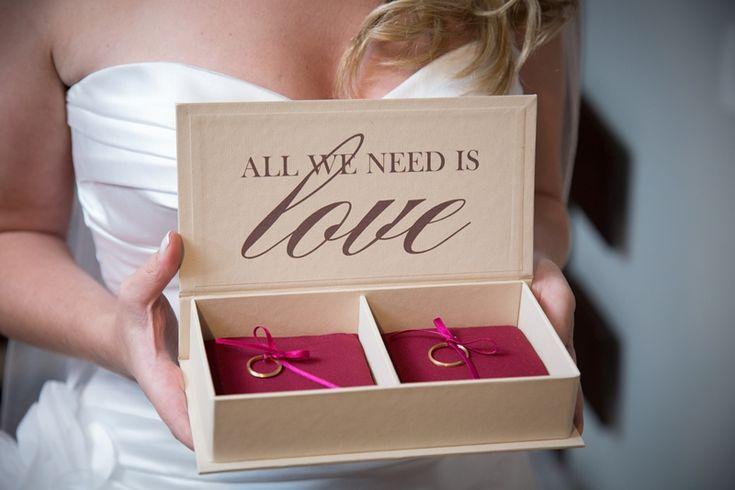 Casamento rústico-chique: caixinha das alianças