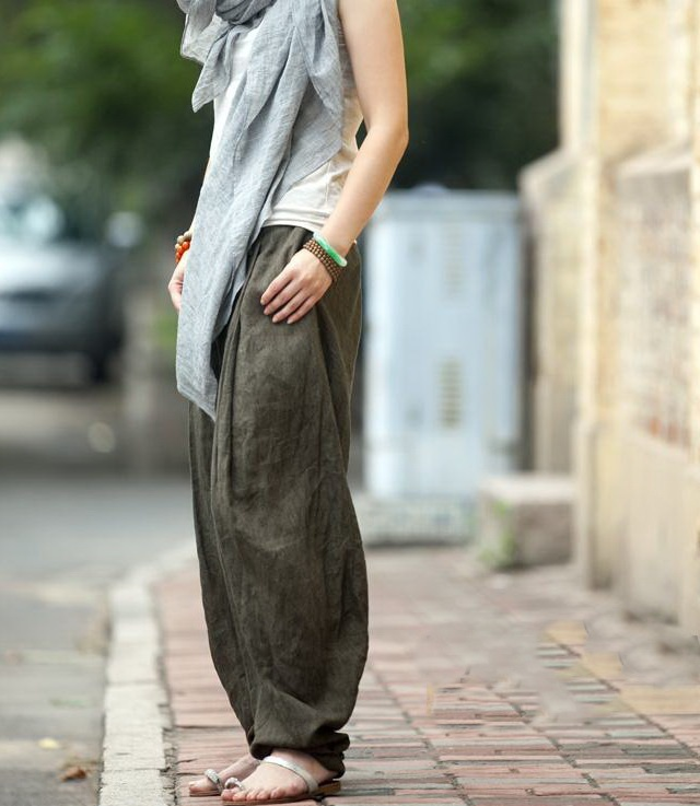 Wide linen pants and some kind of draped scarf/outer layer thing over a tank?