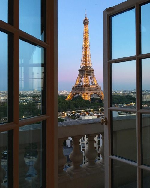 windows view🌵 #eiffeltower #eiffel #france #french #tower #paris