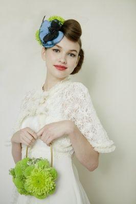 クラッチタイプのブーケとお揃いでヘッドドレスを♡ 〜エンパイアドレスに似合う髪型 ポンパドール参考〜