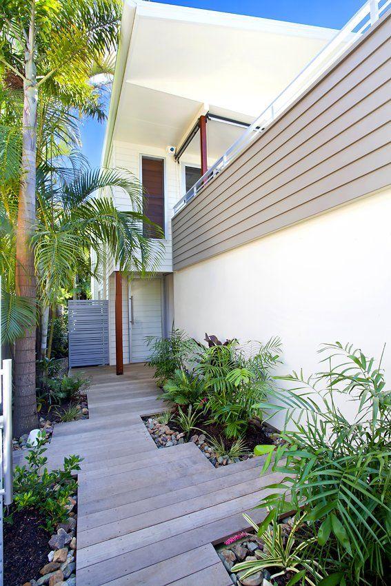 Side entrance to deck landscaping. Side entrances can have a lovely design leading along side the home #landscaping #deck