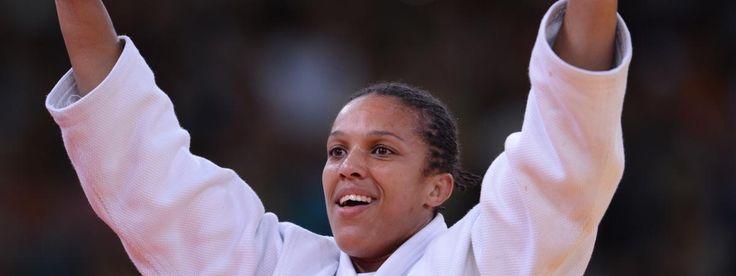 Lucie Décosse, judo À la retraite depuis 2013, Lucie Décosse aura brillé dans deux catégories différentes. D'abord chez les moins de 63 kilos jusqu'en 2008, avec une victoire en championnat du monde (2005) et une médaille d'argent aux JO de Pékin (2008), puis dans les moins de 70 kilos jusqu'en 2013. Là, elle remporte deux championnats du monde (2010, 2011) et le titre olympique à Londres en 2012. Très rares sont les femmes judokas à avoir changé de catégorie avec autant de succès. Sur son…