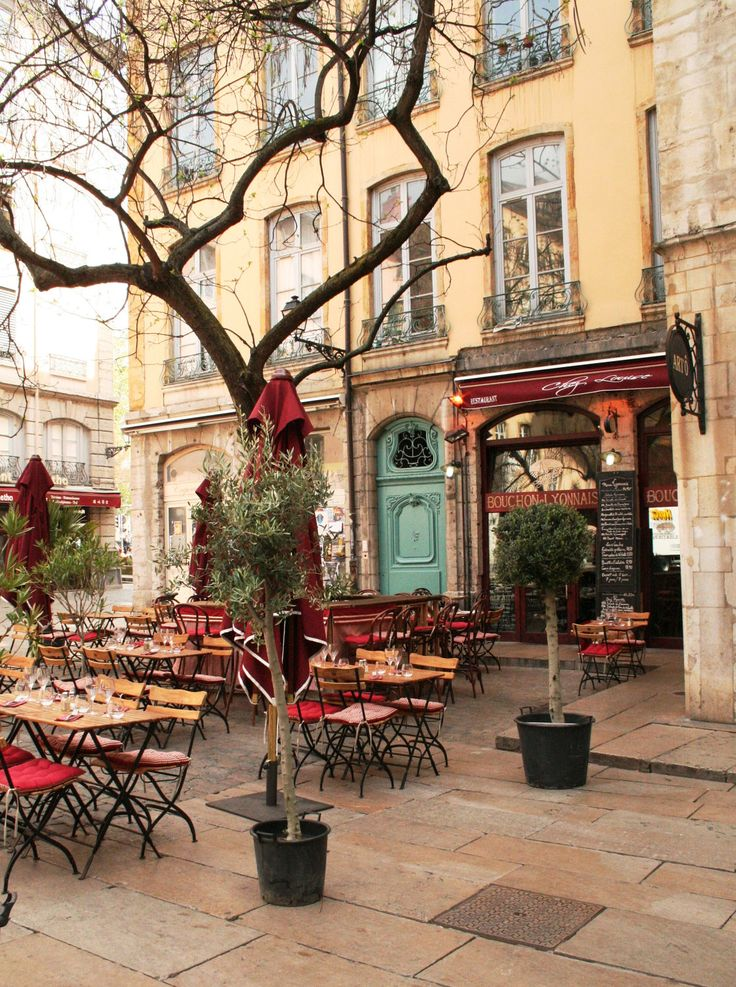 Outdoor French Cafe. So loved eating a such quaint little places like this while in Europe.  sigh