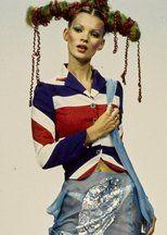 1月16日に42歳の誕生日を迎えるケイト・モス。英国を代表するスタイルアイコンとして、ファッション界を牽引してきたケイトの歴代ビューティルックをたっぷりお届け。お得意のグランジスタイルに合わせたクールなヘアメイクから、パーティガールらしい華やかなルックまで。いつまでも変わらず輝き続ける、おしゃれ番長のバースデーをお祝い!