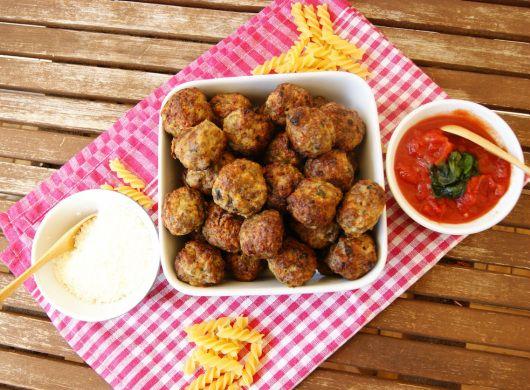 Italienske kjøttboller/Italian meatballs -  Perfect for spaghetti, or fingerfood at a party.