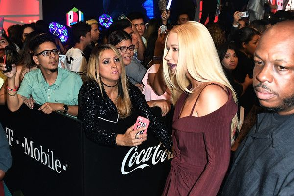 "Iggy Azalea Photos Photos - Iggy Azalea attends the Univision's ""Premios Juventud"" 2017 Celebrates The Hottest Musical Artists And Young Latinos Change-Makers  at Watsco Center on July 6, 2017 in Coral Gables, Florida. - Univision's 'Premios Juventud' 2017 Celebrates the Hottest Musical Artists and Young Latinos Change-Makers - Arrivals"
