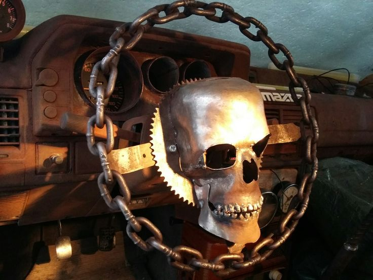 chain steering wheel with forged skull, rat in madmax style