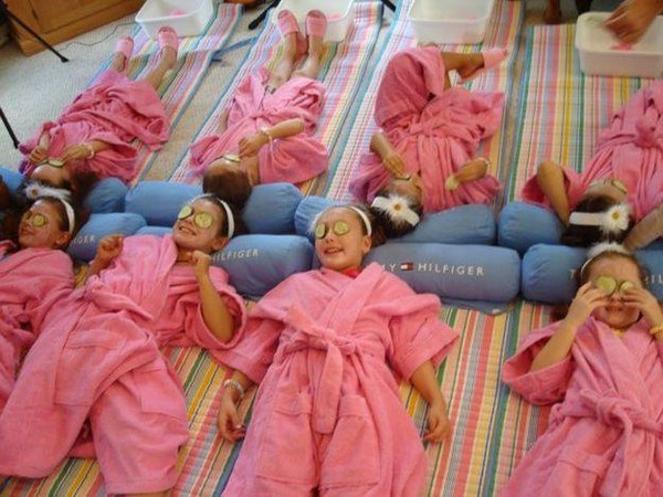 c2b68f7a00 So cute! Spa party for little girls...just have the little girls