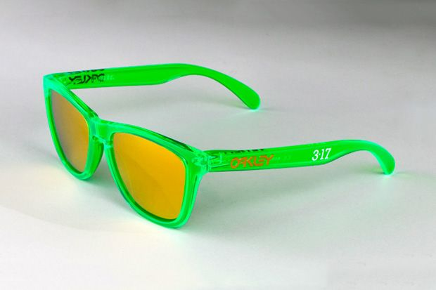 """Oakley Frogskins """"St. Paddy's Day"""" Sunglasses: Oakley Frogskins, Sunglasses Outlets, Green Frames, Green Sunglasses, Toms Ford Sunglasses, Sunglasses Stpatricksday, Oakley Sunglasses, Stpatricksday Sunglasses, Frogskins Sunglasses"""